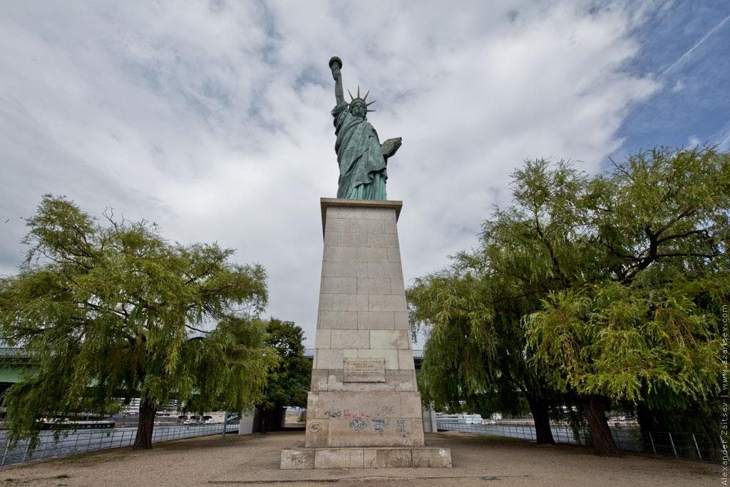 париж статуя свободы
