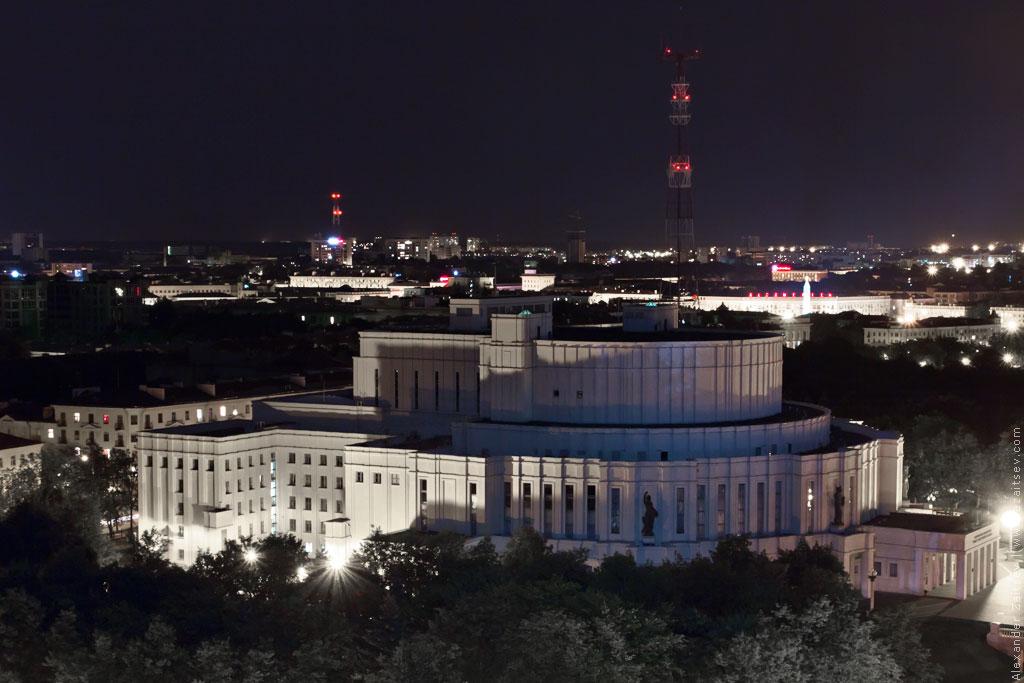 минск оперный театр ночью